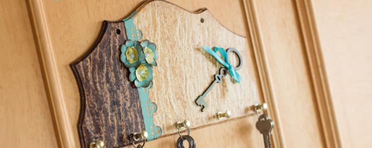 Ключница, созданная при помощи битумных красок